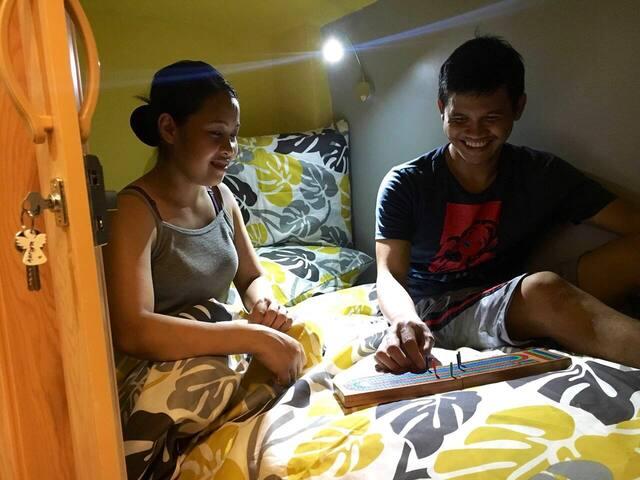 Airconditioned Capsule in Makati -Aurora's Cabin