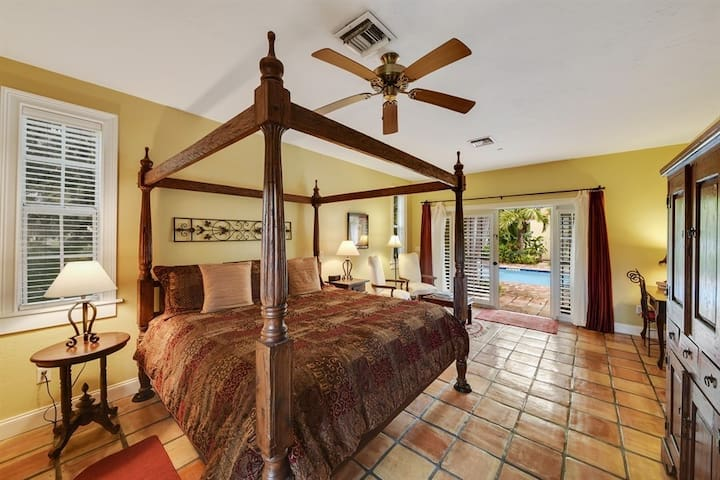 Royal Poinciana Room - Grandview Gardens Bed & Breakfast