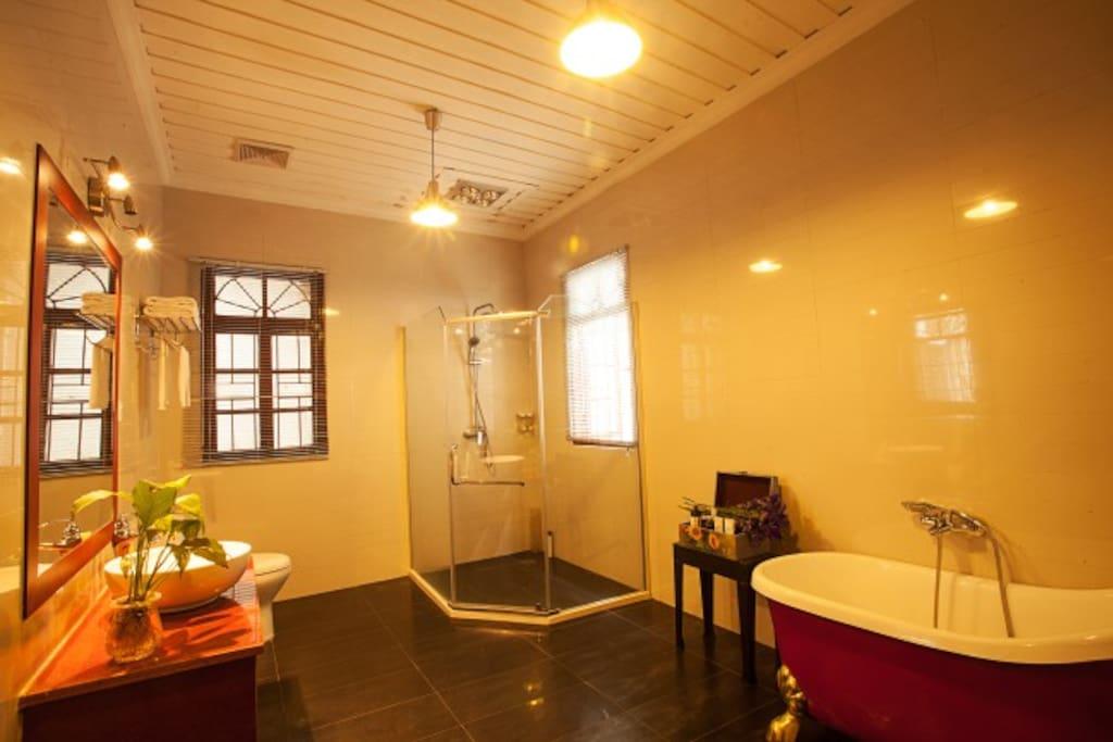2203 Salet bathroom