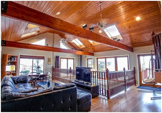 Dream Retreat Main House: Sleeps 19, Chicago--40min, 3+ nights request quote