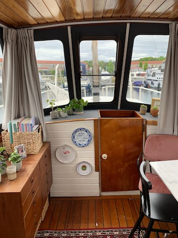 Very unique boat - tinyliving