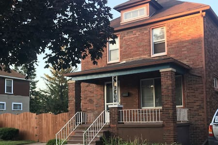 Cozy 1919 House, River Rouge/Detroit.