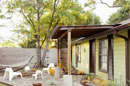 Cozy White Rock Lake Bungalow an Artist Escape - Dallas