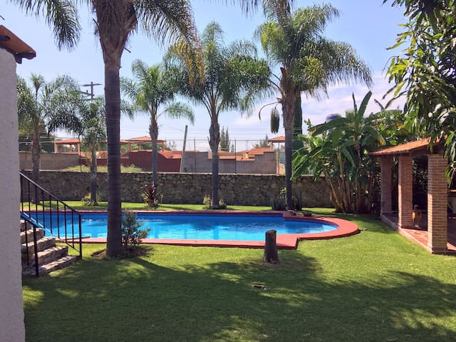 Private  House with pool 2 blocks from Golf course