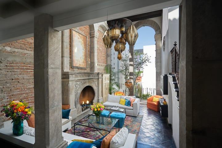 Casa Maravillosa...Stunning Centro Villa