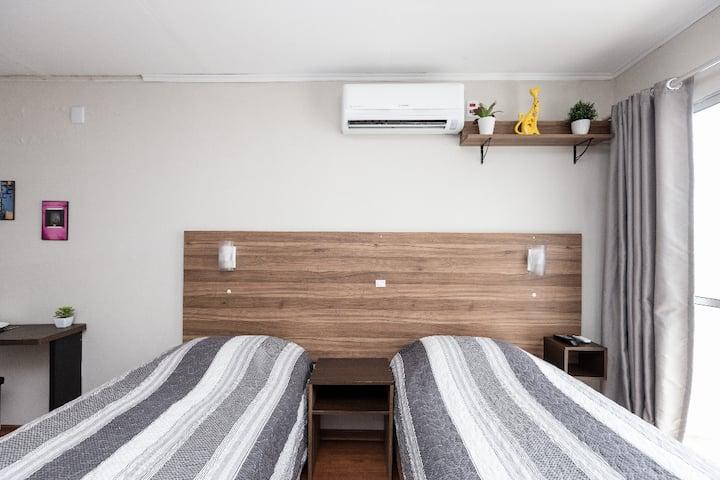 Kitnet (JK) super confortável c/ garagem e Wifi