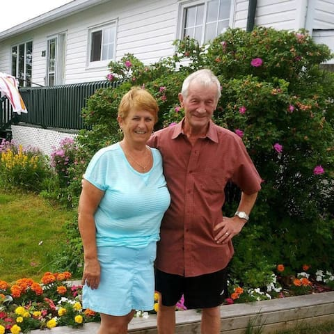 Anita & Louie - hosts