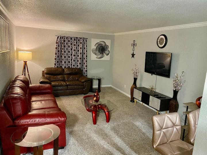 Classy N spacious ENTIRE 1Bedrm unit in Med center