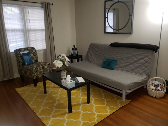 Updated Condo Close to Downtown CLT and Shopping!!