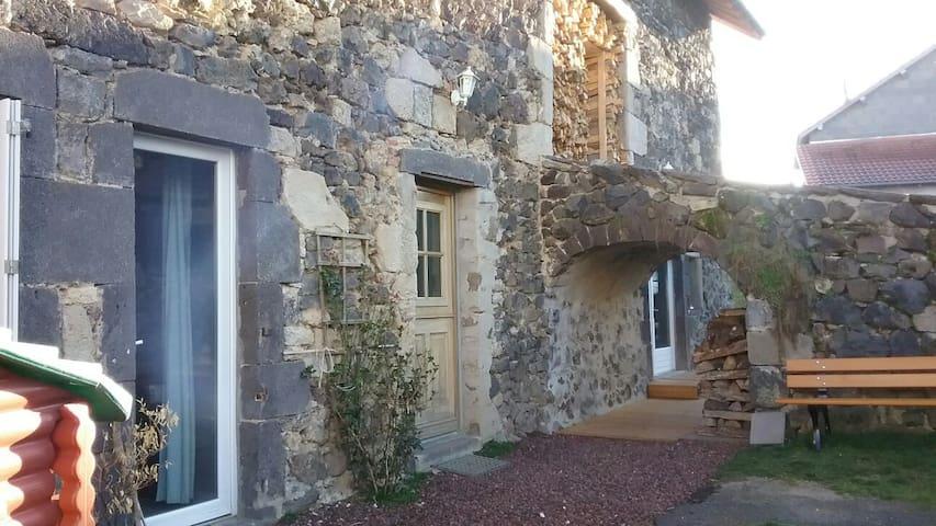Maison de charme proche vulcania - Saint-Ours - Casa