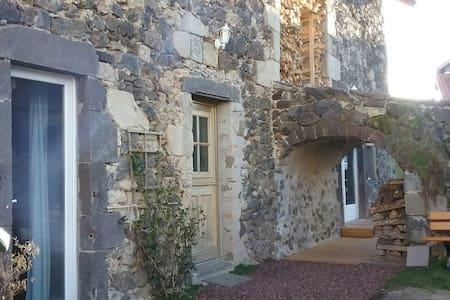 Maison de charme proche vulcania - Saint-Ours - Rumah