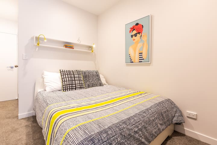 Queen size bed with super comfy memory foam mattress