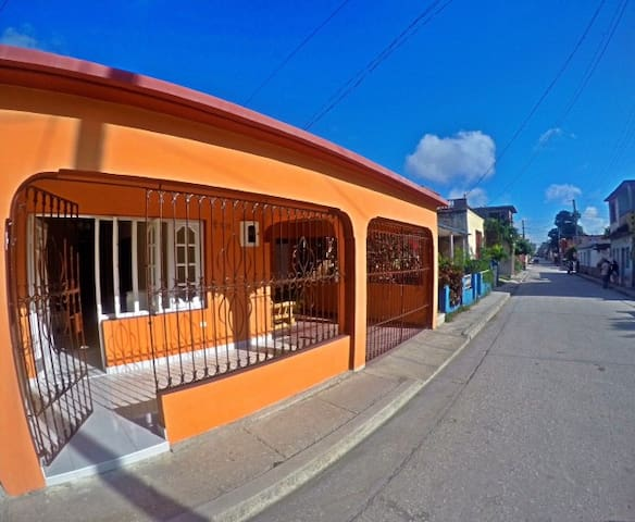 Beautiful, authentic home in center - Holguín - Bed & Breakfast