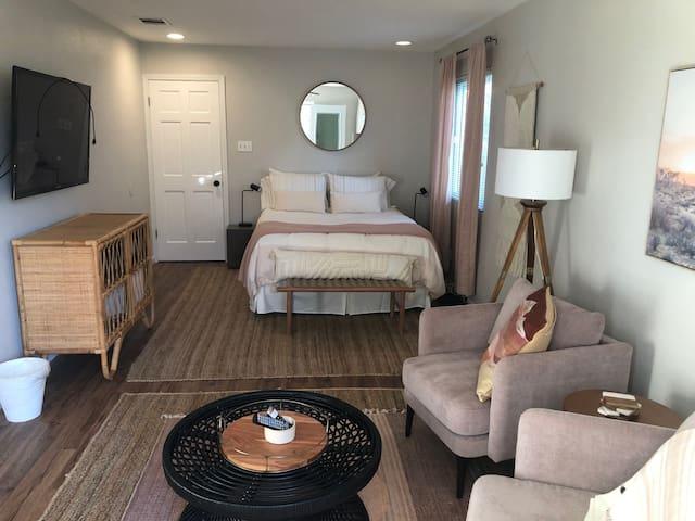 Stylish and Cozy Airbnb near Domain (North Austin)