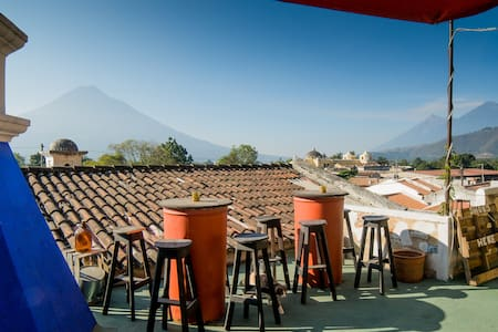 Taanah 2 BEST REVIEWED ↓ - GREAT VIEWS - BREAKFAST - Antigua Guatemala