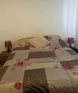Big double room close to Electric Picnic - Portlaoise - House