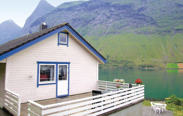 Holiday cottage with 3 bedrooms on 85 m² in Norangsfjorden