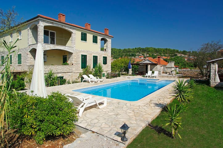 A two bedroom apartment with pool - Vela Luka - Byt