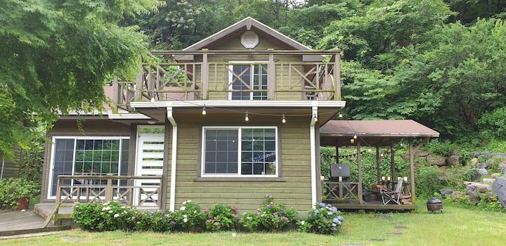 좋은날 햇살지기, 광양시 숙소, 단독펜션,  잔디마당, 야생화 정원,  벽난로