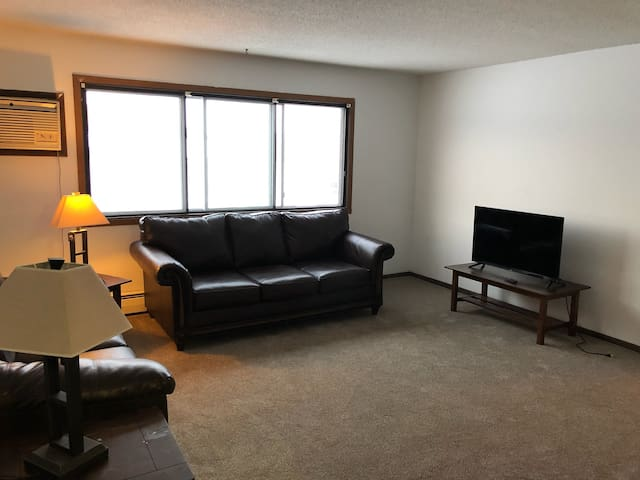 2 bed, 1 bath TRF Apartment month to month!
