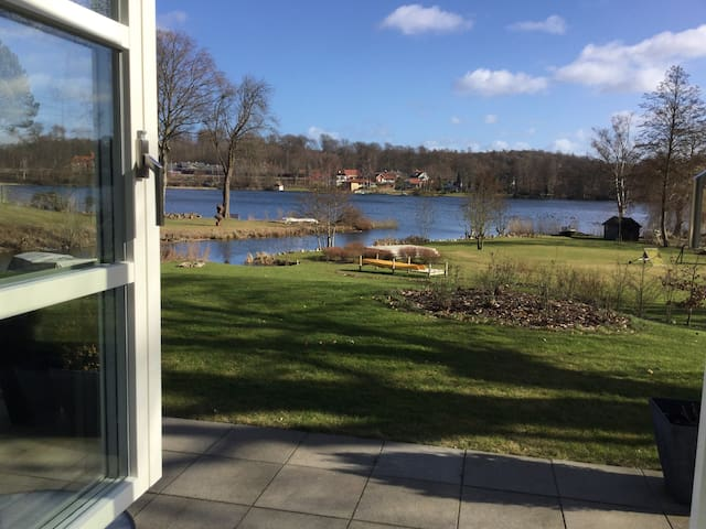 Private apartment with lake view - Holte - Hus