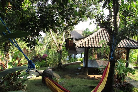 D Uma Tua Retreat Sea View-Mountains - Sukasada - Bed & Breakfast