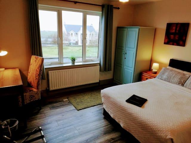 Cute&Cozy Double en suite @ Creamery Cross Doolin
