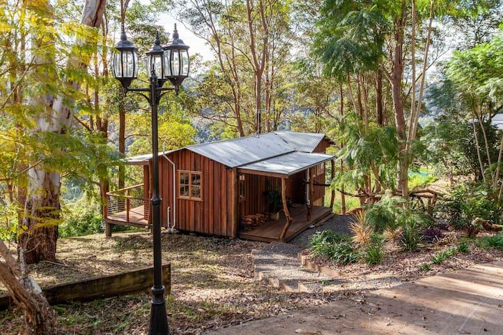 LoveShack Lake Views  Timber Cabin