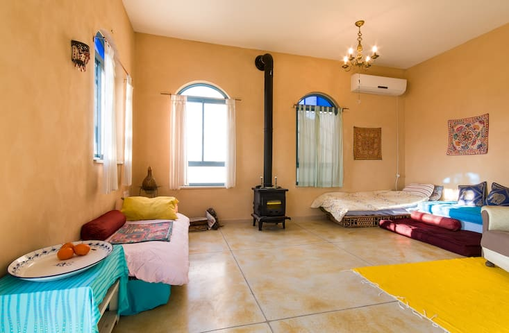 ASHRAM HOUSE MAOR - LIVING BED ROOM - Maor - Ev