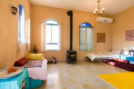 ASHRAM HOUSE MAOR - LIVING BED ROOM - Maor - Hus