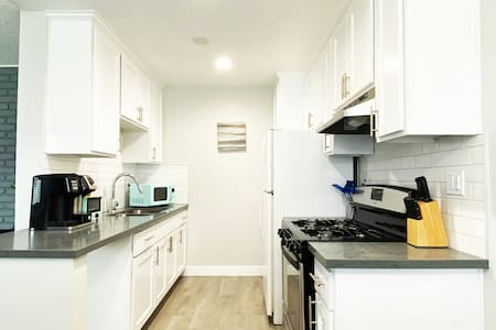 CLEAN DISINFECTED, NEW SAFE 2BR Home, Parking/Wifi