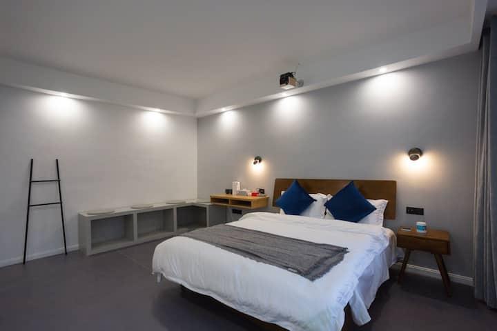 投影单层浴缸大床房