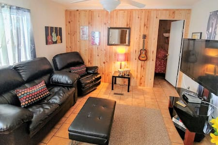 Music Cottage (sleeps 5)