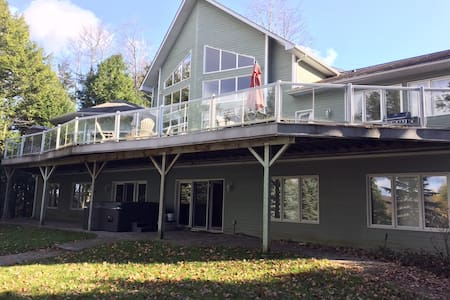 Luxury on Chandos Lake in Ontario's Kawarthas - Harcourt - Kulübe
