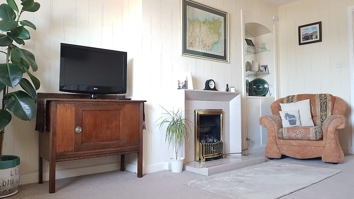 Central 3 Bedroom Warm, Bright, Cosy Flat