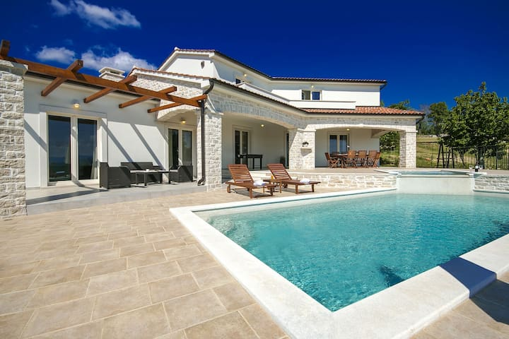 Villa Melli with swimming pool