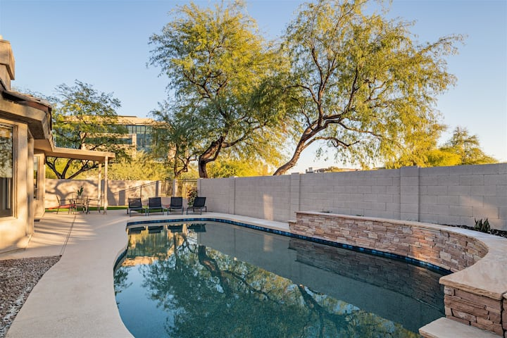 Steps to Kierland - Heated pool, Spa, Games & more!