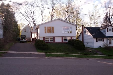 Close to Universities and downtown - Fredericton - Maison