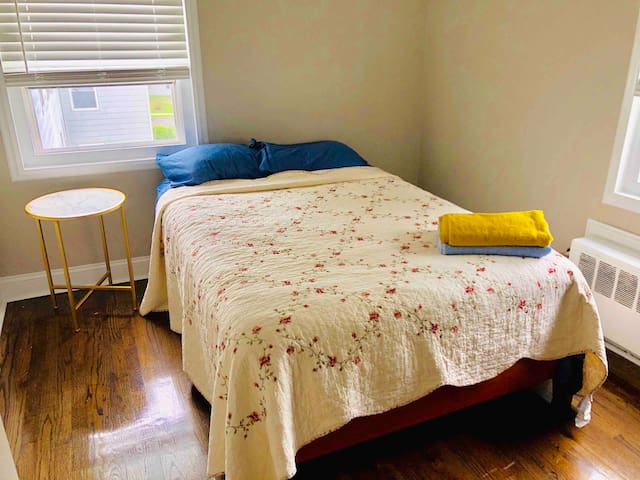 Cozy room close by NYC