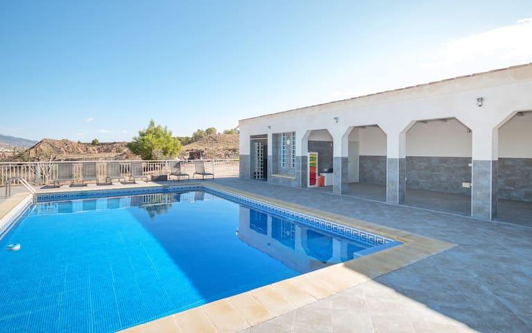 Grote vakantiewoning met zwembad in regio Murcia