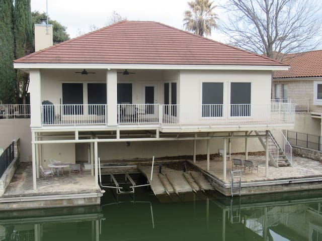 3br 3 bth home on Lake LBJ