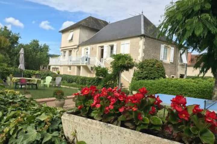 Gîte atypique prés du lac en Vallée de la Dordogne