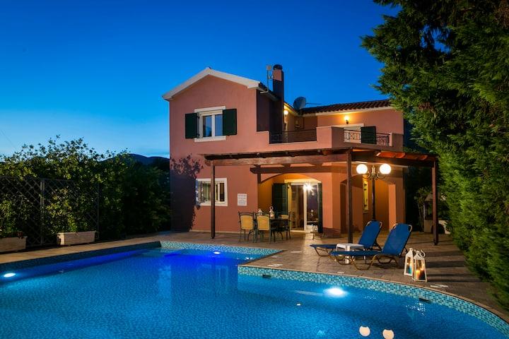 Villa Thalia,with private swimming pool,BBQ,wi-Fi