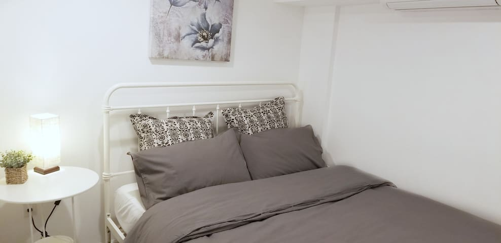 Comfy Room w Private Bath in Bay Ridge (Room C)