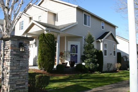 2 Room Suite in a Lovely Home - Fairview