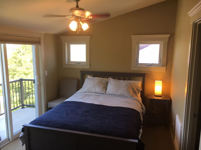 Balcony Room w/ En-Suite Bath in West Seattle