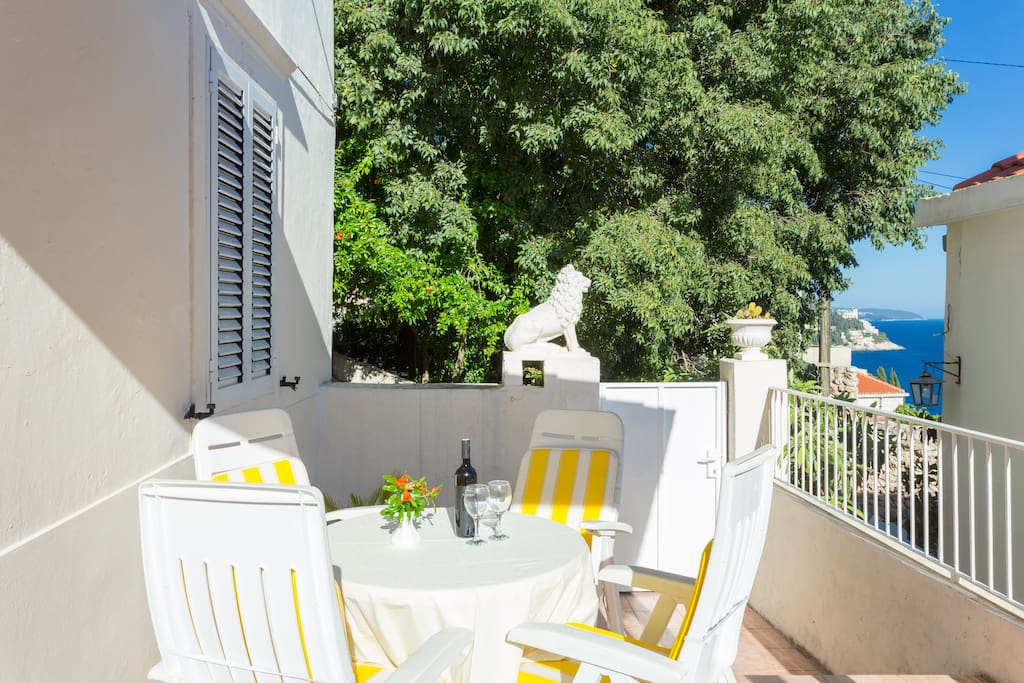 """""""The apartment is very clean and communication with the hosts was fantastic! They always replies very quickly and were keen to help in any way possible. The location is also great - just outside of the Old Town (less than five minutes walk). We loved having breakfast on the terrace each morning"""", Helen November 2017."""