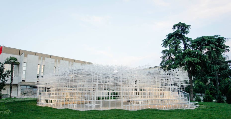 Sou Fujimoto's monumental art work, The Cloud, is located walking distance from the apartment, situated in front of the National Gallery of Art.