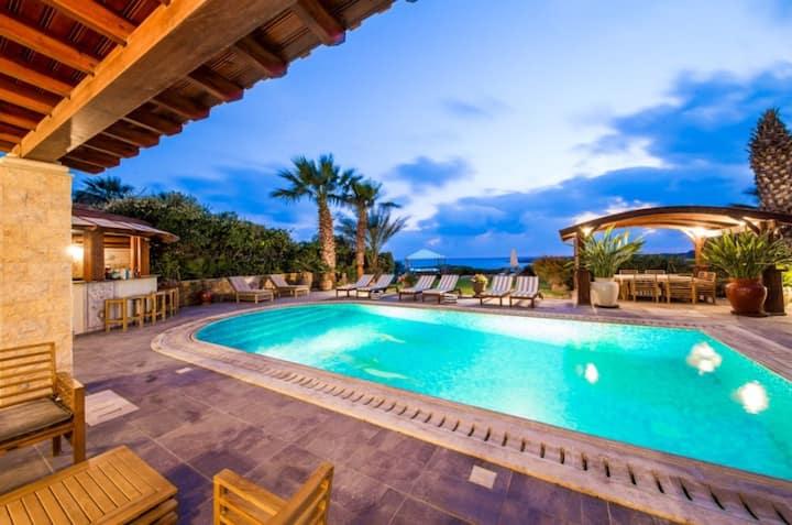7 Bedroom Luxury Villa in Coral Bay