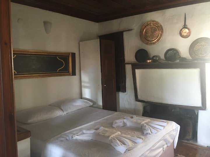 Klaros Pansiyon Tarihi Rum evi